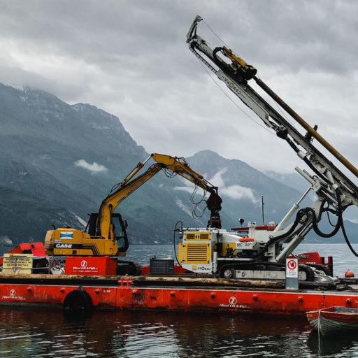 Lavori di realizzazione pontile a lago presso Spiaggia dei Pini a Riva del Garda